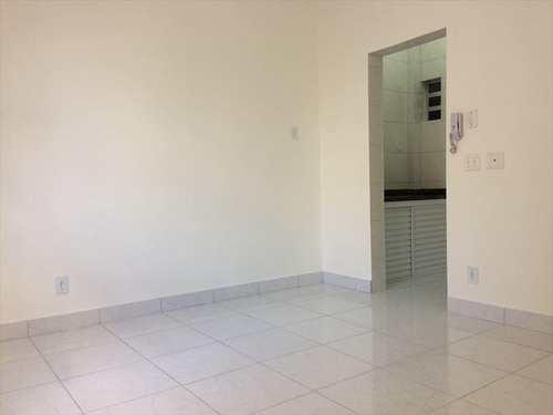 Kitnet, código 9745 em Santos, bairro Embaré