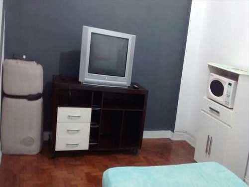 Kitnet, código 7929 em Santos, bairro Boqueirão