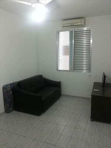Kitnet, código 7825 em Santos, bairro José Menino