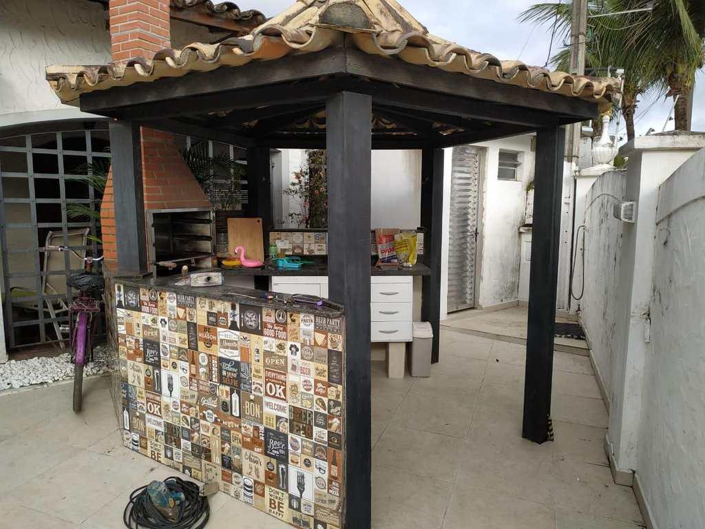 Casa em Guarujá, no bairro Jardim Virgínia