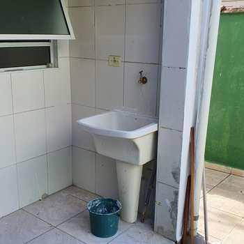 Sobrado em Praia Grande, bairro Boqueirão
