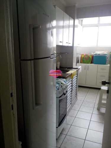 Apartamento, código 562 em São Vicente, bairro Centro