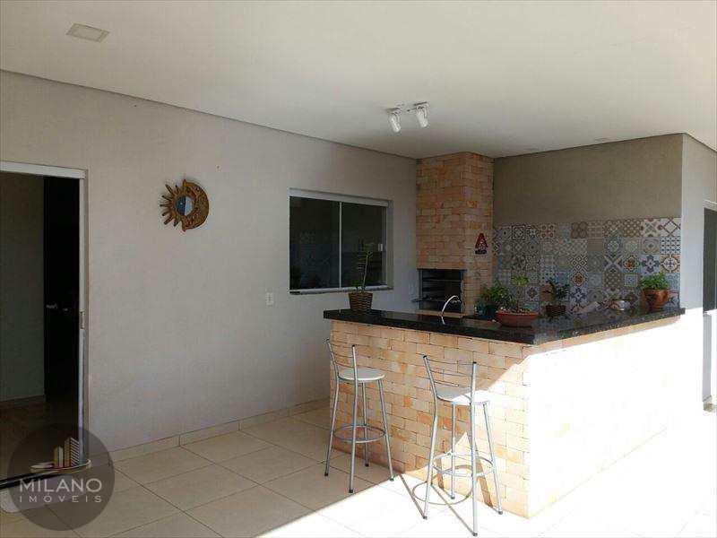 Casa em Três Lagoas, bairro Ipê