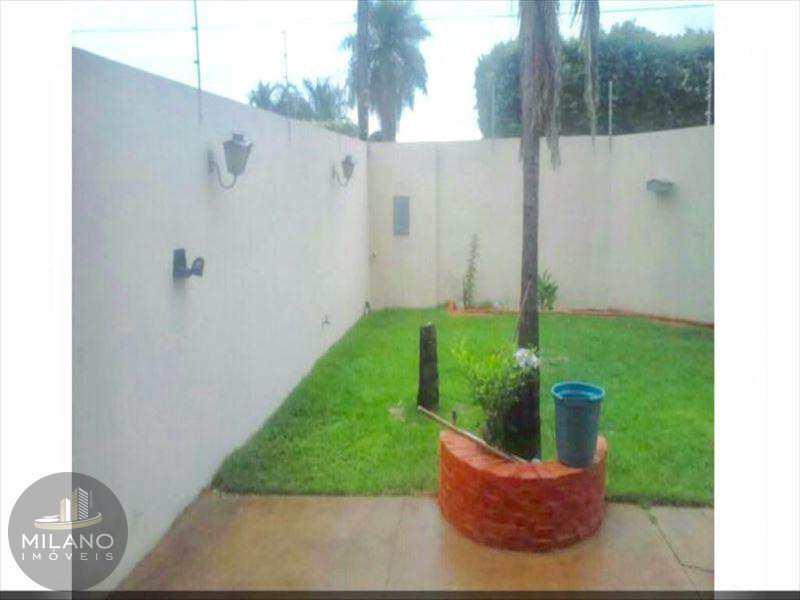 Casa em Três Lagoas, bairro Bairro Santos Dumont