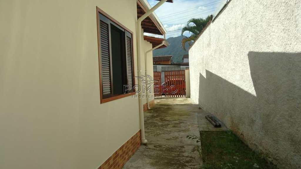 Casa em Ubatuba, no bairro Perequê Açu
