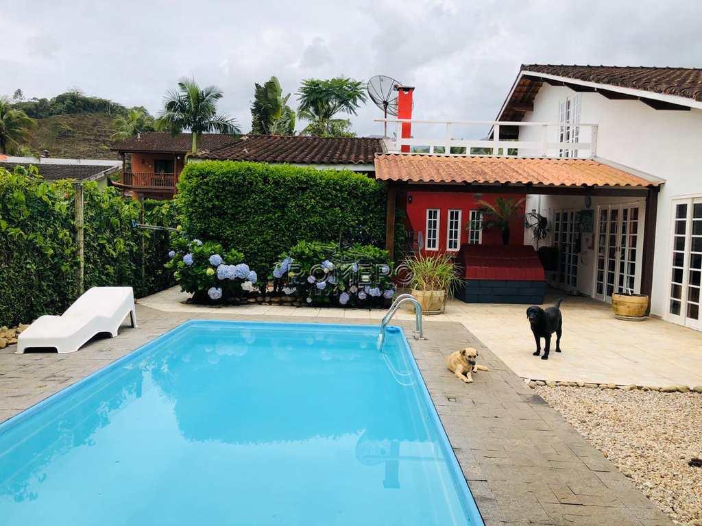 Casa em Ubatuba, no bairro Horto Florestal