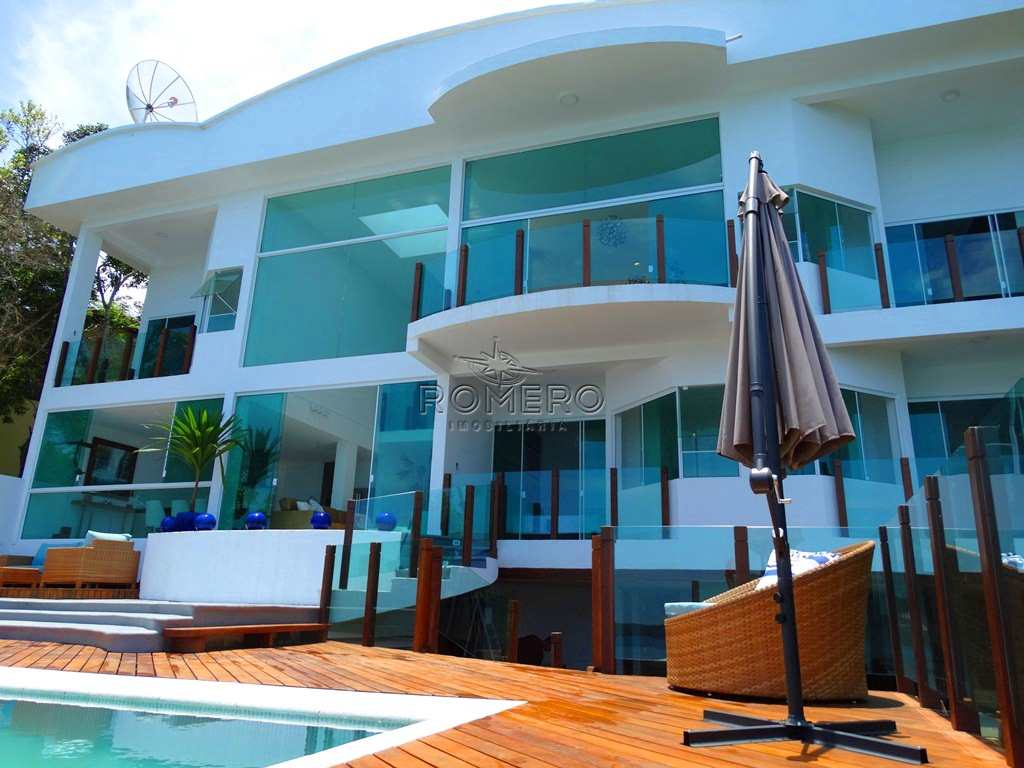 Casa em Ubatuba, no bairro Praia das Toninhas