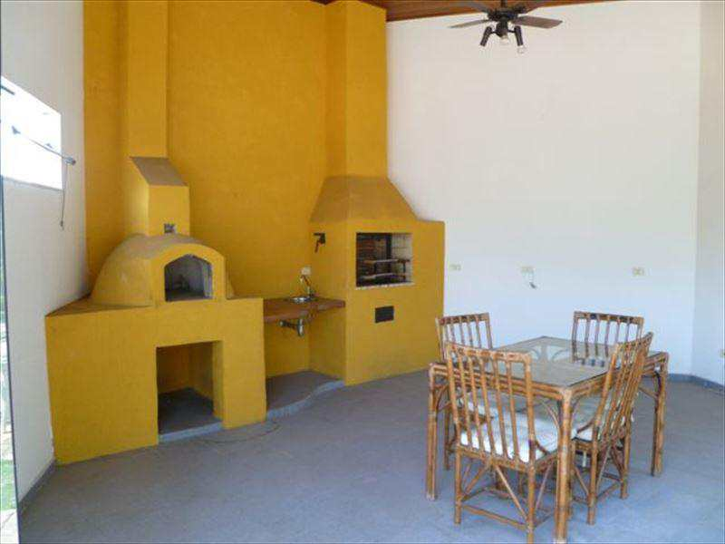 Casa de Condomínio em Cotia, bairro Jardim Mediterrâneo