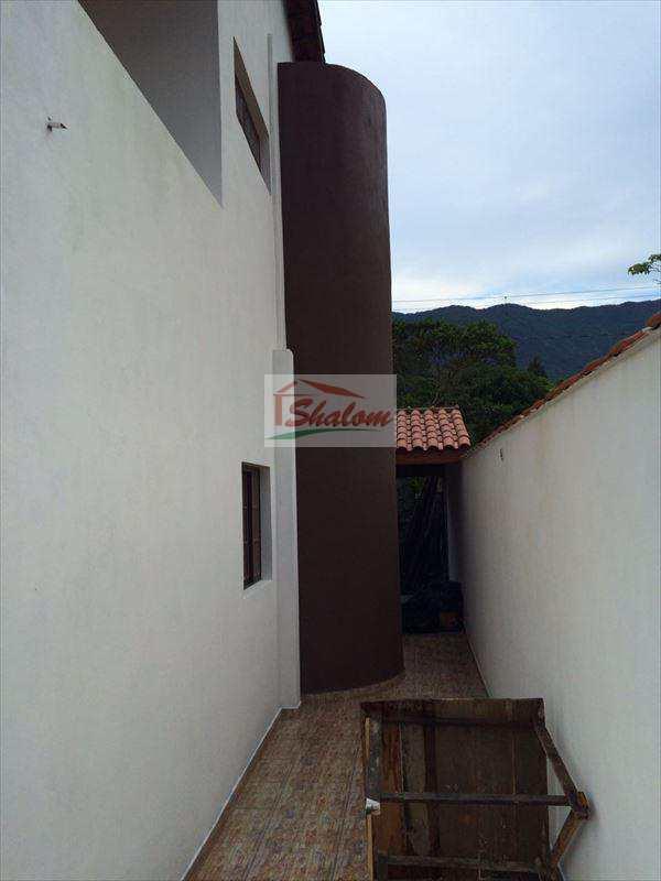 Sobrado em Caraguatatuba, no bairro Getuba