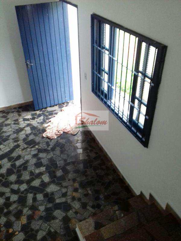 Sobrado em Caraguatatuba, no bairro Jardim Aruan