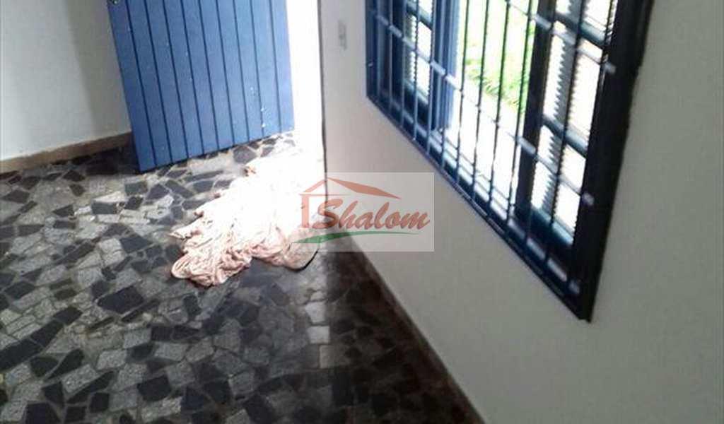 Sobrado em Caraguatatuba, bairro Jardim Aruan