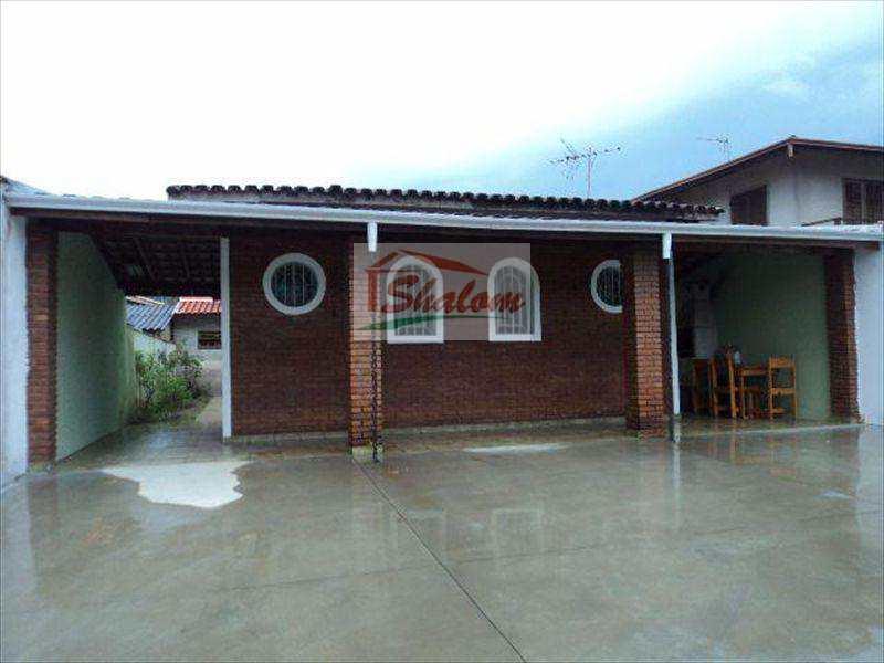 Casa em Caraguatatuba, no bairro Massaguaçu
