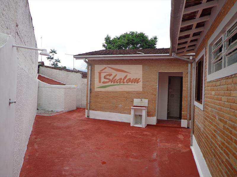 Casa em Caraguatatuba, bairro Sumaré