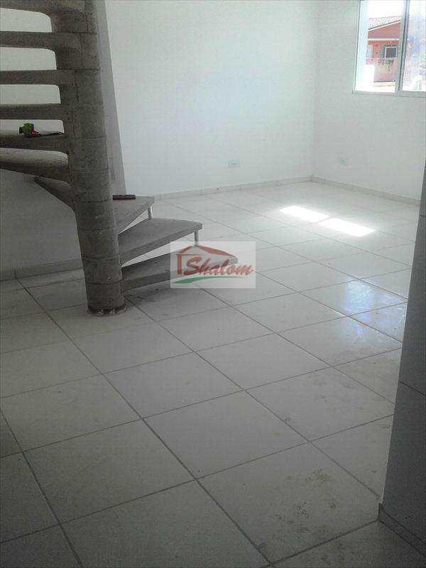 Sobrado em Caraguatatuba, bairro Jardim Brasil