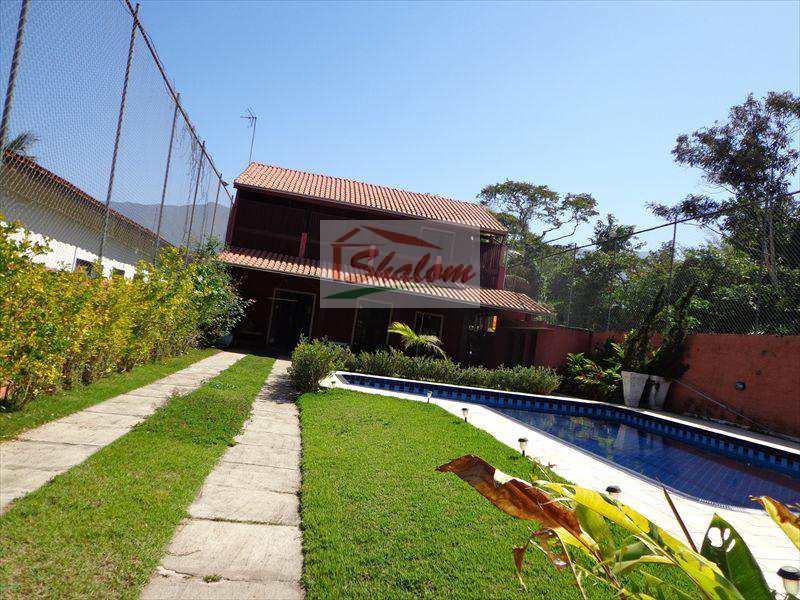 Sobrado em Caraguatatuba, bairro Getuba