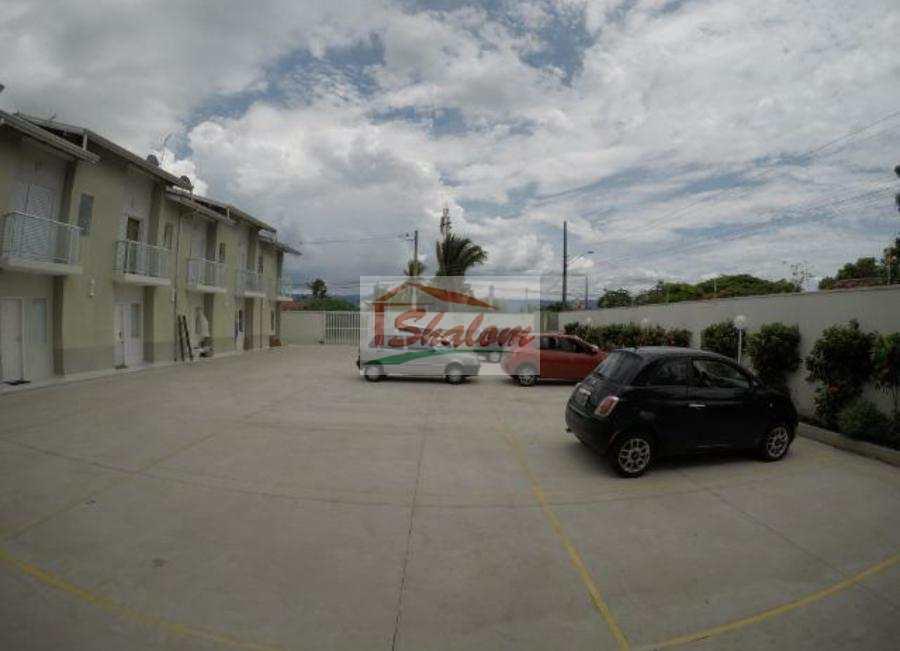 Sobrado de Condomínio em Caraguatatuba, bairro Jardim Brasil