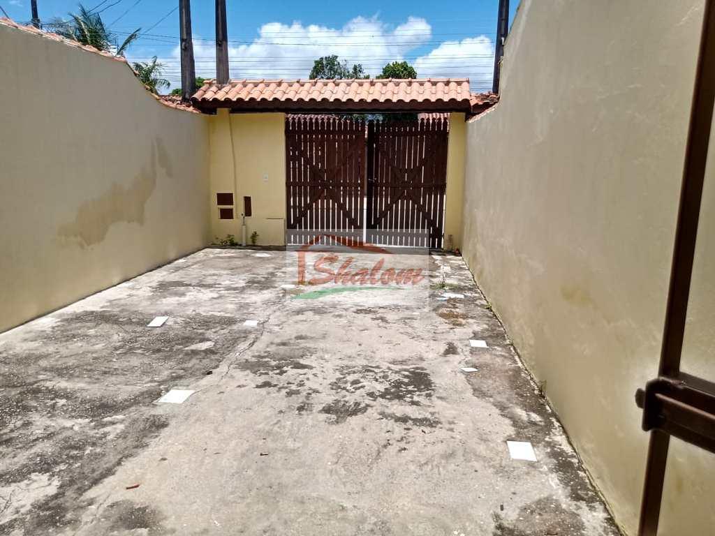 Sobrado em Caraguatatuba, no bairro Balneário dos Golfinhos