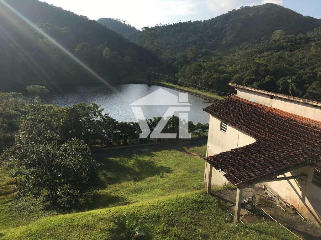 Fazenda em Mogi das Cruzes, no bairro Biritiba Ussu