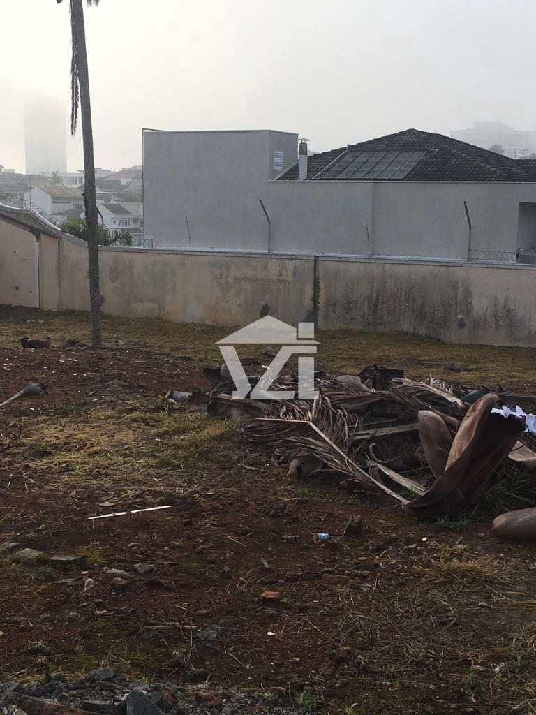 Terreno em Mogi das Cruzes, no bairro Vila Oliveira