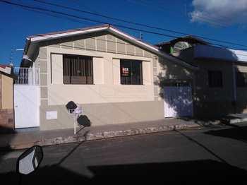 Casa, código 207 em Alfenas, bairro Aparecida
