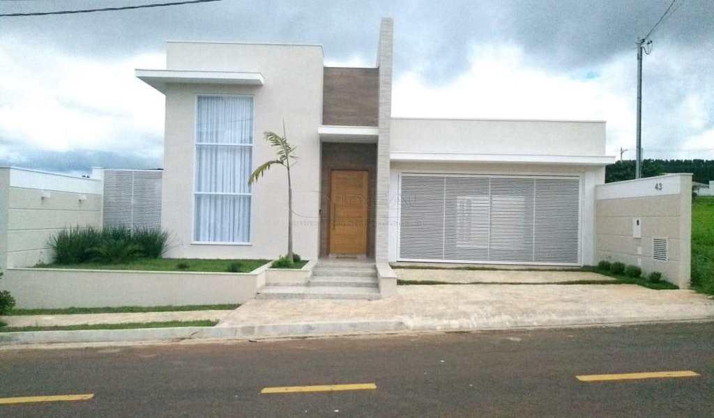 Casa de Condomínio em Alfenas, bairro Residencial Floresta