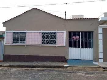Casa, código 1111 em Alfenas, bairro Centro