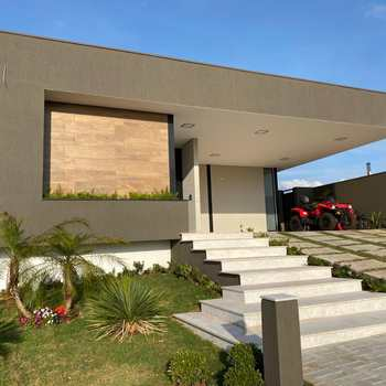 Casa de Condomínio em Alfenas, bairro Residencial Mont Blanc