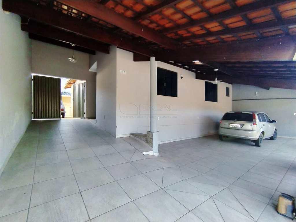 Casa em Alfenas, no bairro Jardim América