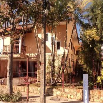 Casa em Alfenas, bairro Jardim São Carlos