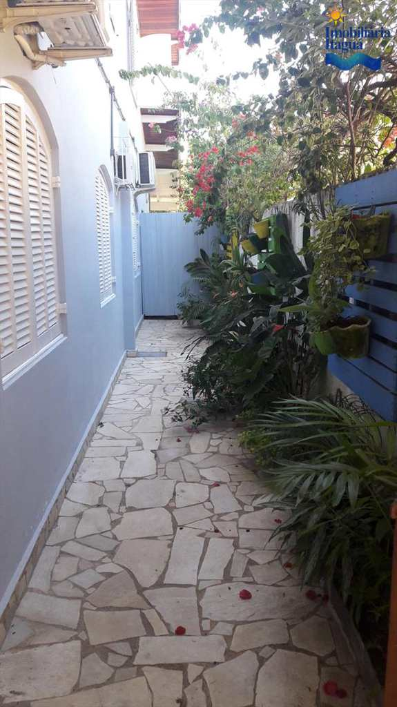 Casa em Ubatuba, bairro Itagua