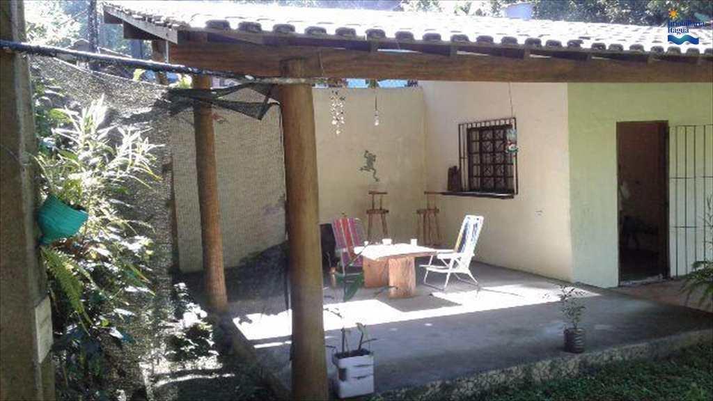 Casa em Ubatuba, no bairro Casanga