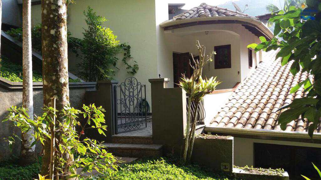 Casa em Ubatuba, no bairro Lázaro