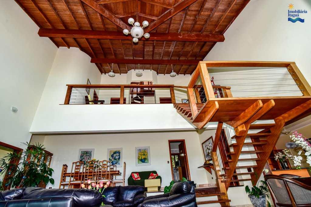 Casa em Ubatuba, bairro Praia Vermelha