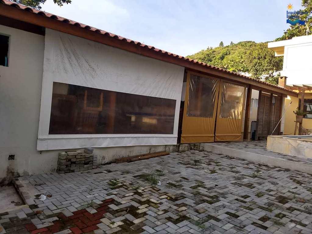 Casa em Ubatuba, no bairro Canto Toninhas