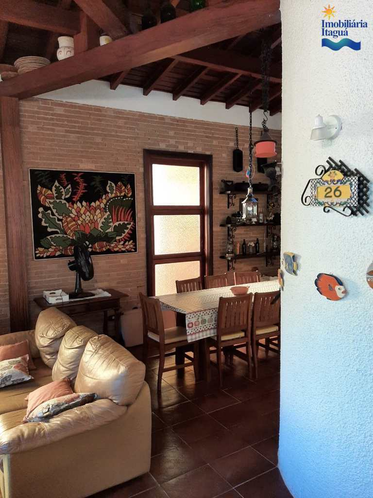 Casa em Ubatuba, no bairro Praia do Tenório