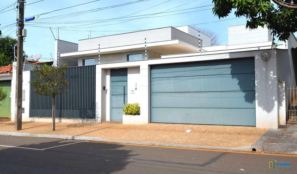 Casa em Ibiporã, bairro Centro