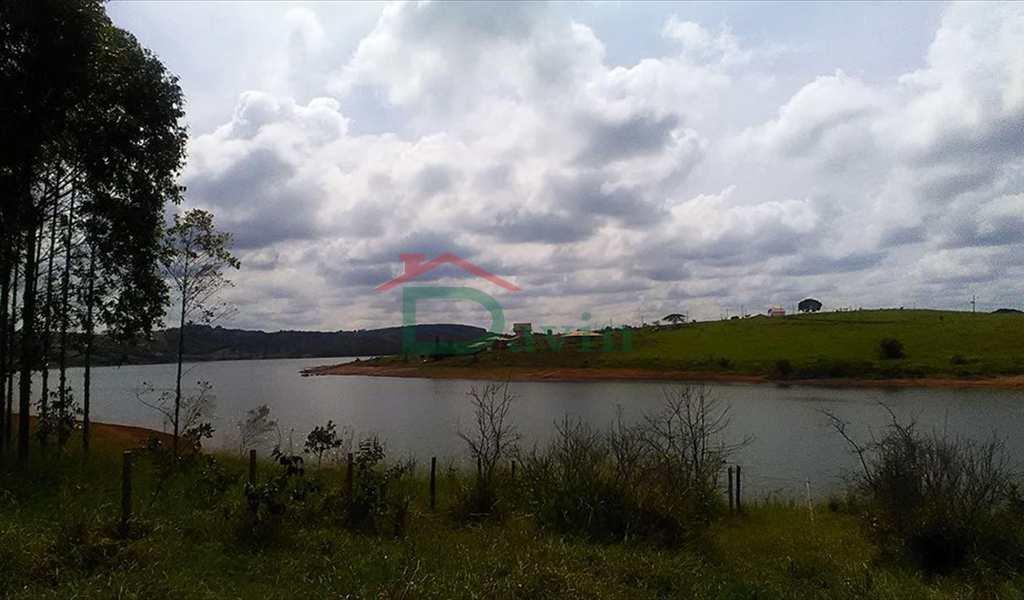 Terreno em Carrancas, bairro Capela do Saco