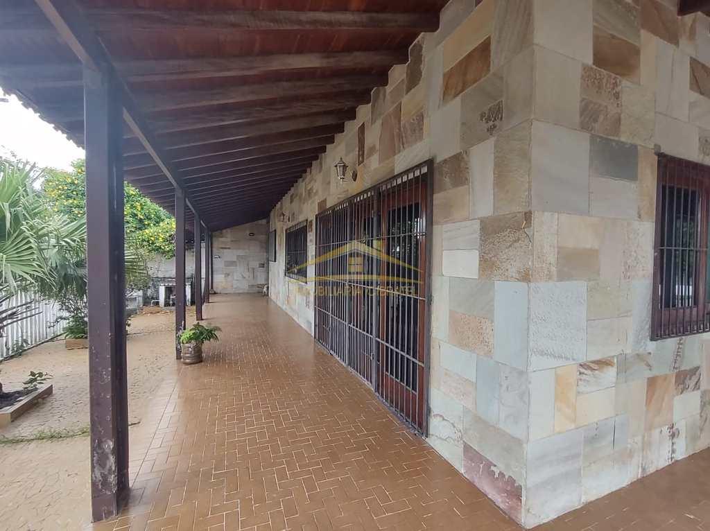 Casa em Itanhaém, no bairro Aguapeu