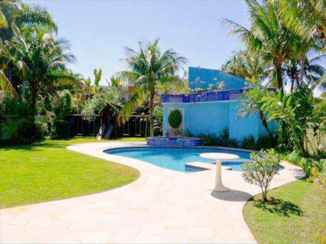 Casa em Guarujá, no bairro Acapulco