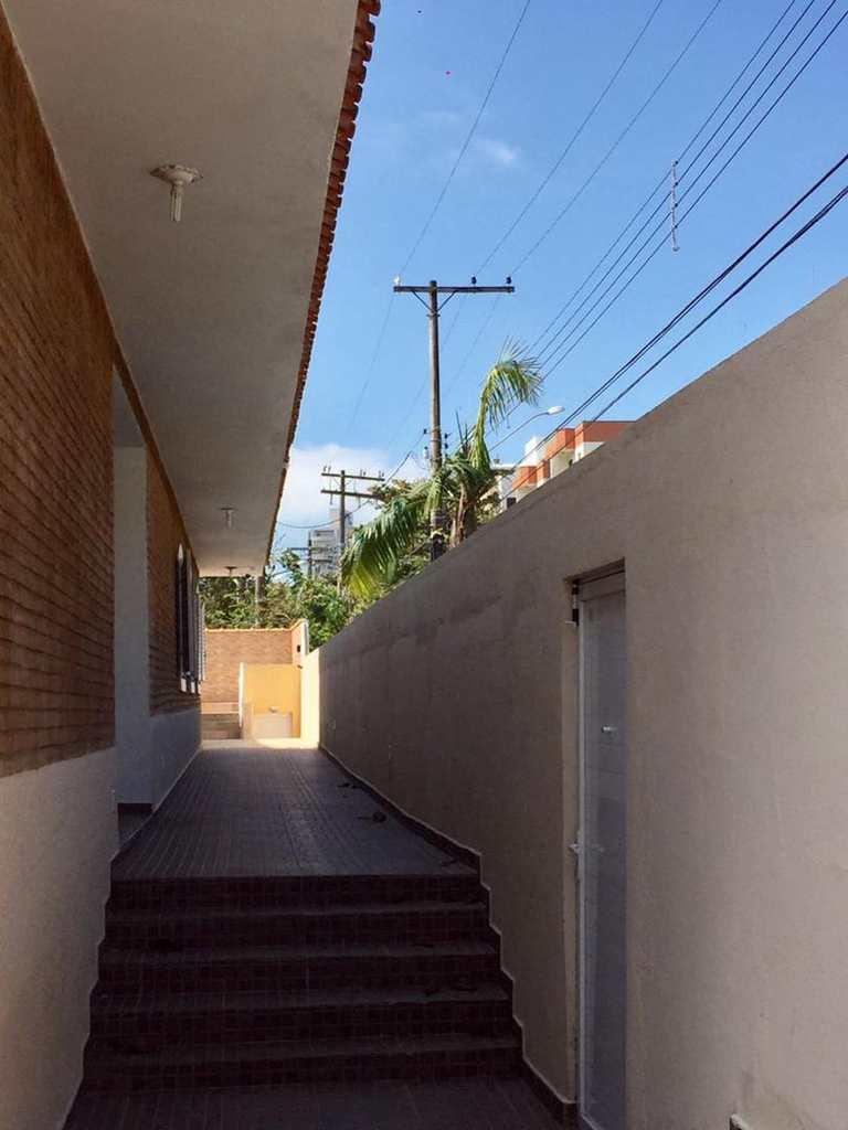 Casa em Guarujá, bairro Vila Júlia