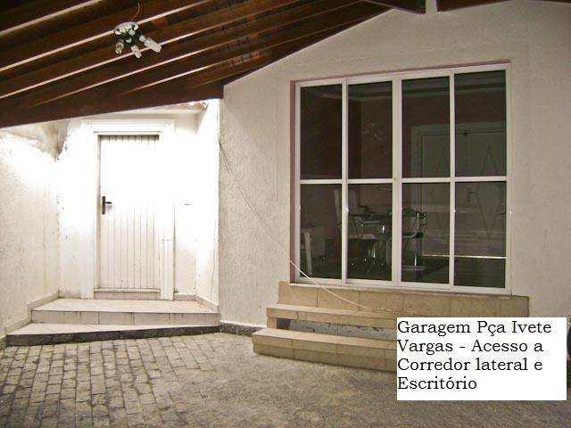 Casa em Guarujá, bairro Tombo