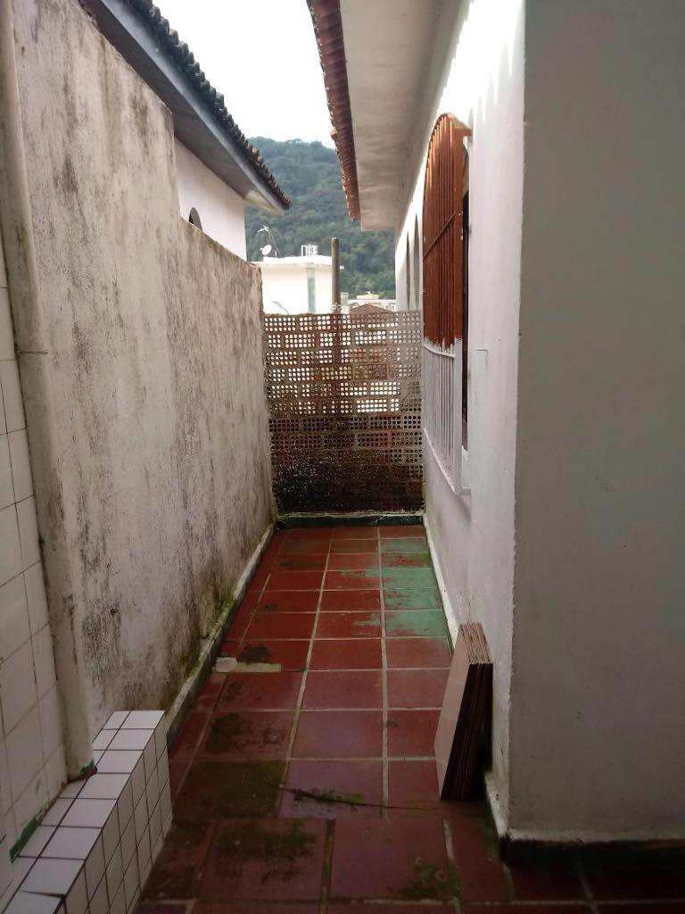Casa Comercial em Guarujá, bairro Vila Maia