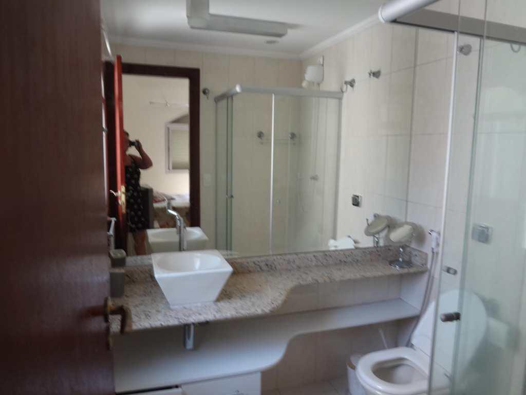Apartamento em Guarujá, bairro Morro do Maluf