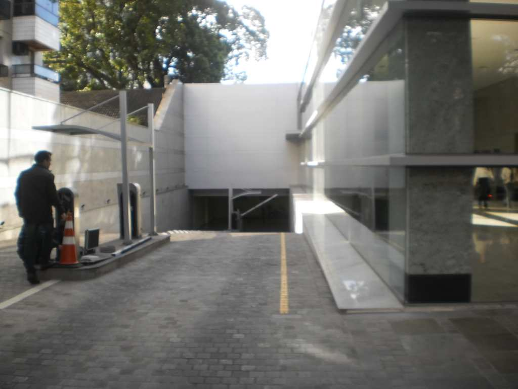 Sala Comercial em Porto Alegre, bairro Moinhos de Vento