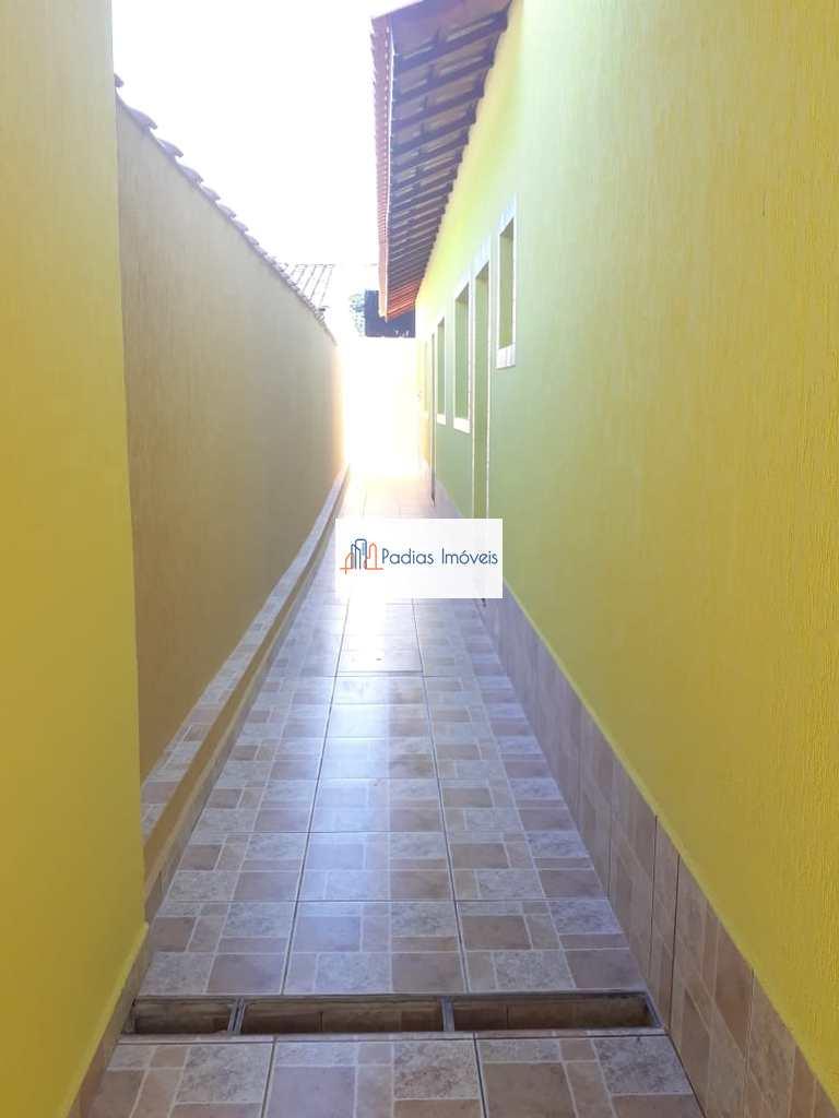 Casa em Mongaguá, no bairro Balneário Europa