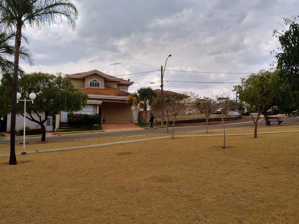 Terreno em Bonfim Paulista, no bairro Centro