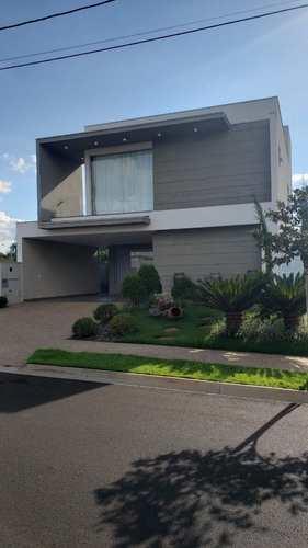 Sobrado de Condomínio, código 1722559 em Cravinhos, bairro Alto do Castelo