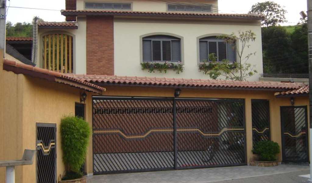 Casa em Guararema, bairro Centro