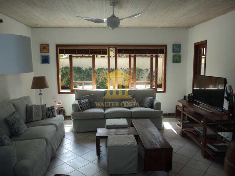 Casa de Condomínio em São Sebastião, no bairro Praia da Baleia