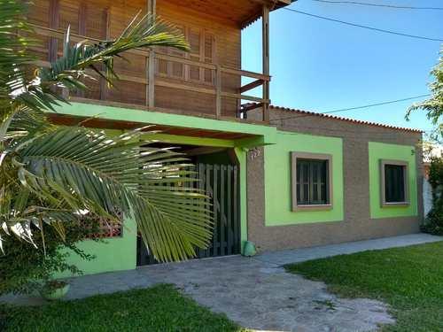 Casa, código 122 em Rio Grande, bairro Cassino